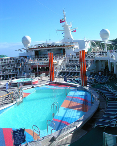 Main pool on the Freedom of the Seas